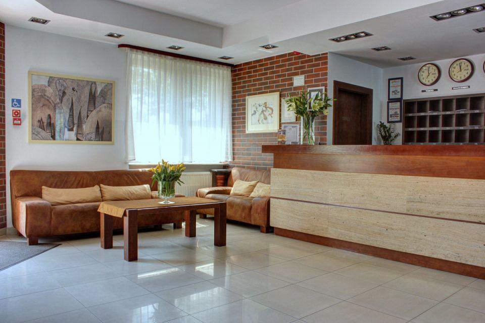 24 hour reception -